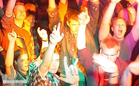 Afterwiesn München - Wiesn Partys in Clubs, Discos und Bars - Munich Oktoberfest Nightlife (Bild Edition Sportiva)